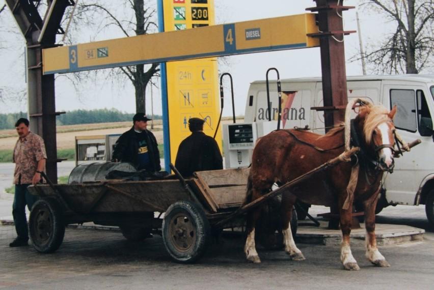 Stacje paliw w regionie sprzed lat. Tankowały nawet furmanki! Zobacz zdjęcia