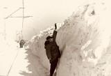 Masz dosyć zimy? Zima stulecia była potworna. Zobacz zdjęcia z 1978/1979: gigantyczne zaspy i zasypane auta