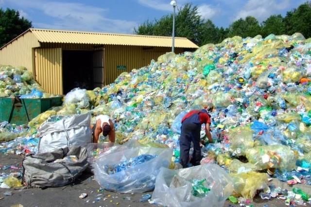 Wysypisko w Szymiszowie jeszcze rok temu odbierało śmieci od mieszkańców. Tak wyglądało ich sortowanie.
