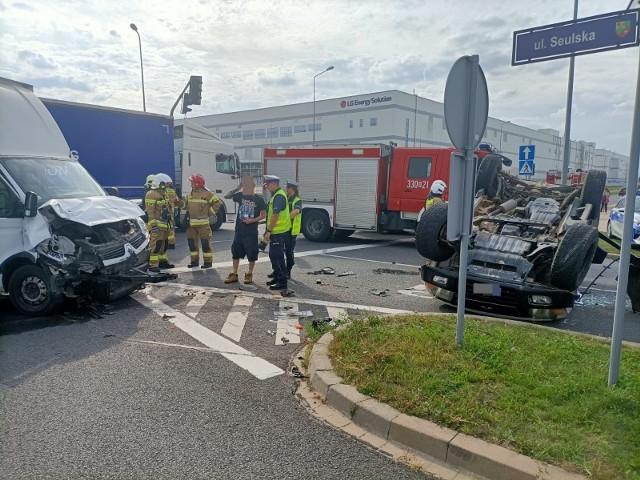 Wypadek dwóch samochodów przy fabryce LG pod Wrocławiem [ZDJĘCIA]
