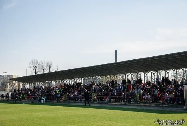 Kibice Łódzkiego Klubu Sportowego już dwukrotnie stawili się przy al. Unii Lubelskiej 2 w komplecie.