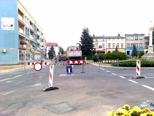 Zamknięta dla ruchu została północna (od strony księgarni) i południowa (od strony banku PKO) część Rynku.