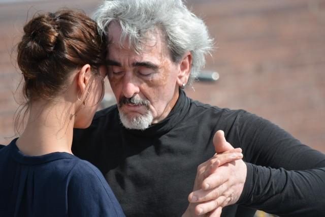 Lekarze potwierdzają: są naukowe dowody, że poza konwencjonalną terapią taniec, a w szczególności tango, spowalnia postęp choroby.