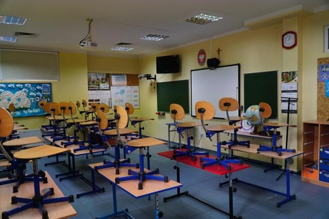W dwóch poznańskich szkołach wykryto koronawirusa.