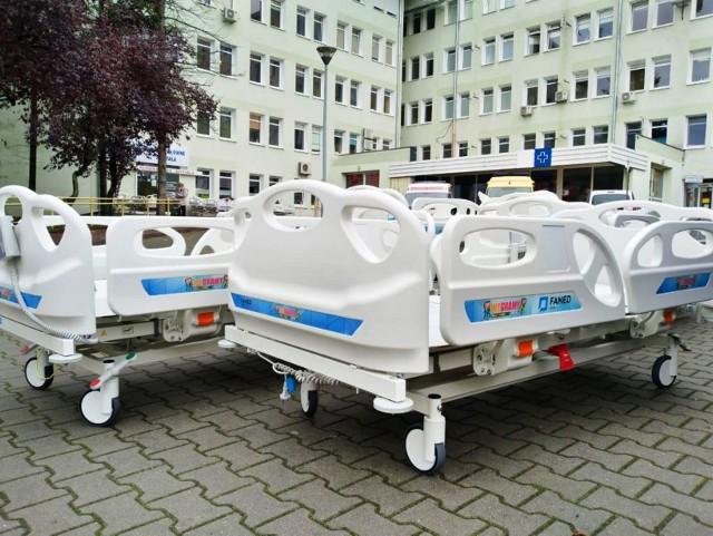 Famed Żywiec dostarczy 500 łóżek dostosowanych do potrzeb oddziałów intensywnej terapii. Do szpitali w woj. śląskim trafi ponad 80 łóżek.