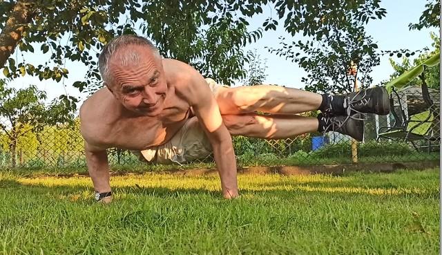 Takie pozycje gimnastyczne to dla Janusza Danielczyka codzienność