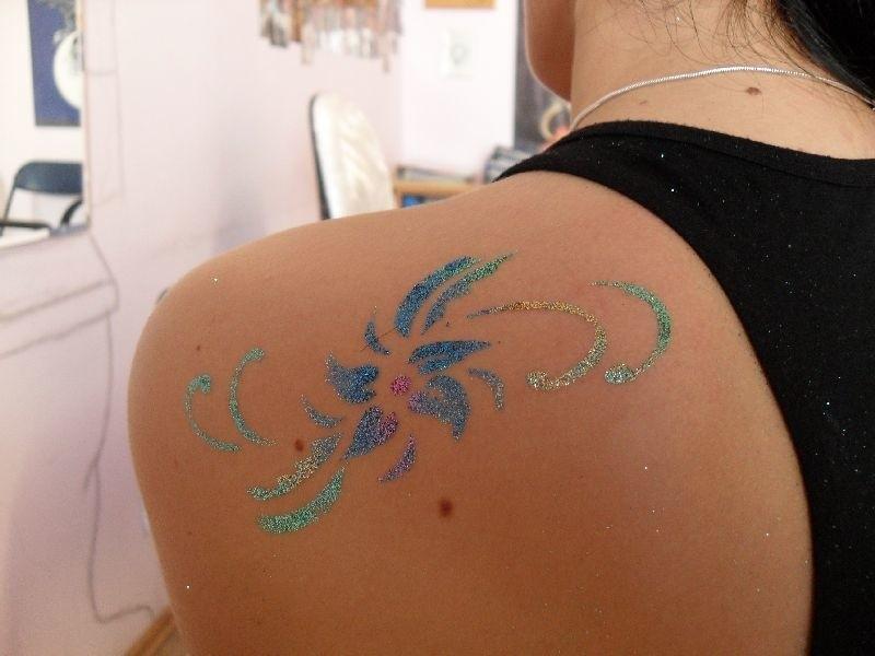 Brokatowy Tatuaż Na Wakacje Zamiast Biżuterii Poleca Studio