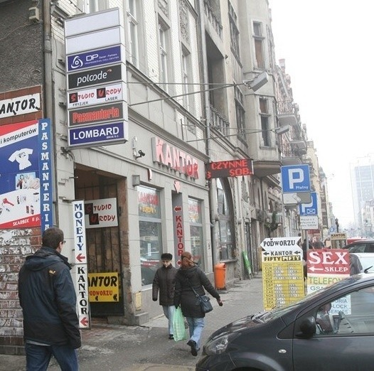 Kiedy z Katowic znikną szpetne szyldy? Chaos reklamowy wyraźnie nam przeszkadza, lecz zapał urzędników jest niewielki