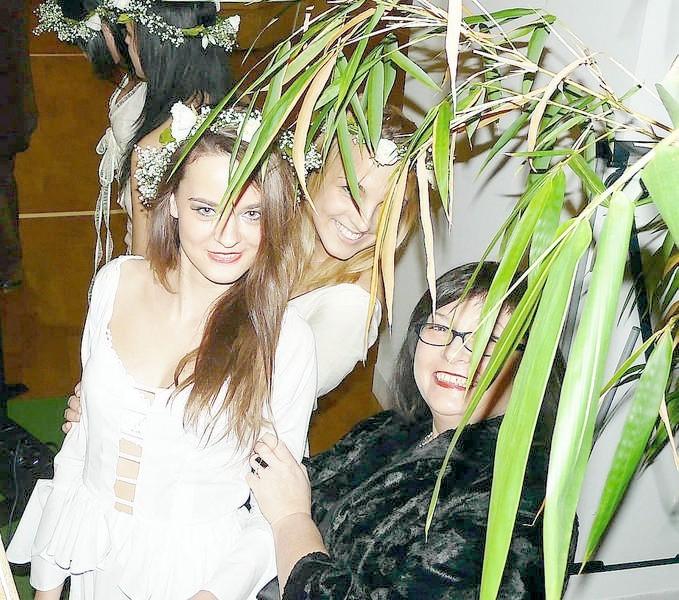 Renata Borowiecka-Gutsze z modelkami, które prezentowały...