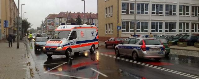 Do potrącenia doszło na przejściu dla pieszych znajdującym się obok koszalińskiego ratusza.