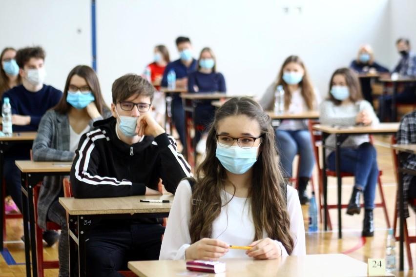 Coraz częściej w szkołach organizowane są zajęcia zdalne, bo...