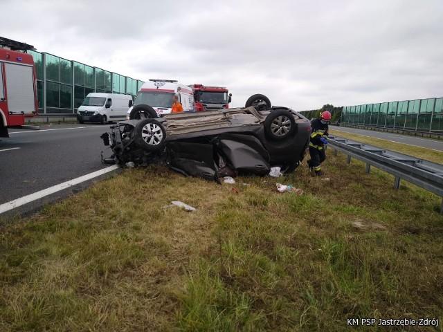 Auto dachowało, niemowlak wypadł na jezdnię. Wracamy do koszmarnego wypadku na autostradzie A1 w Mszanie