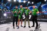 Mateusz Rybak z Rybakowa wygrał nie tylko walkę w Babilon MMA, ale również specjalny zakład: jego ojciec zgoli wąsa po 35 latach!