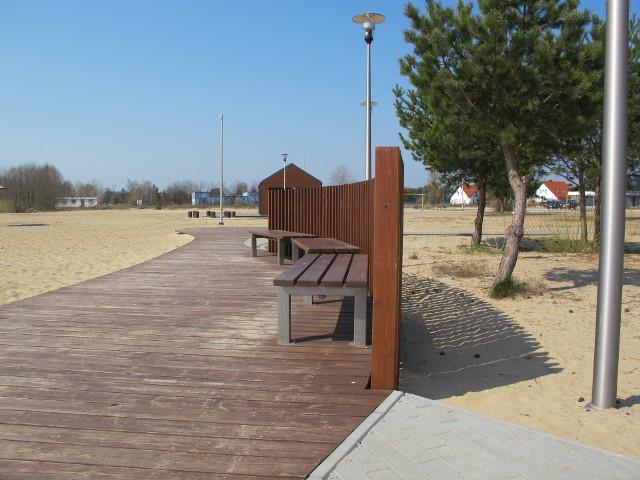 Piękna plaża w Karninie powstała w ubiegłym roku.  Całość to koszt 3,5 miliona złotych. Ogrodzenie wykonane w tym roku kosztowało ponad 68 tys. zł.