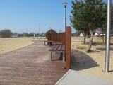 Sześciu chłopaków wzięło się za rozwalanie ogrodzenia plaży w Karninie. Teraz będą to naprawiać