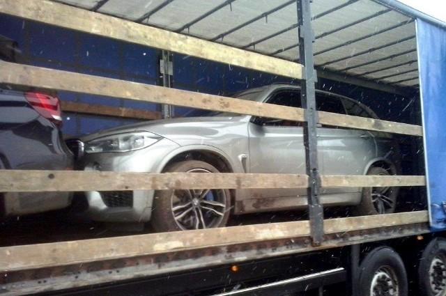 W miniony czwartek w Łomży do kontroli przez patrol Służby Celno-Skarbowej zatrzymany został kierowca ciężarówki z litewskimi numerami. W naczepie, zgodnie z dokumentami, miały być przewożone 24 palety z towarem.