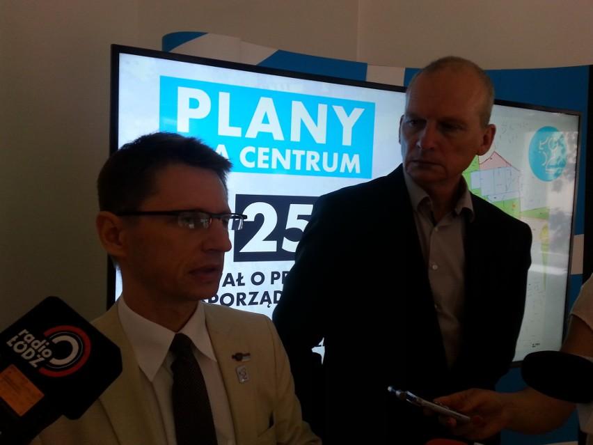 Robert Warsza, dyrektor Miejskiej Pracowni Uranistycznej (z lewej) i wiceprezydent Wojciech Rosicki przedstawią radnym projekt 25 uchwał dotyczących przystąpienia do sporządzenia planów miejscowych.