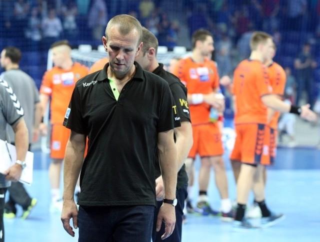 Tomasz Strząbała to drugi trener jednej z najlepszych drużyn w Polsce i Europie - Vive Tauron Kielce. Szkoleniowiec cierpi na nowotwór układu krwiotwórczego