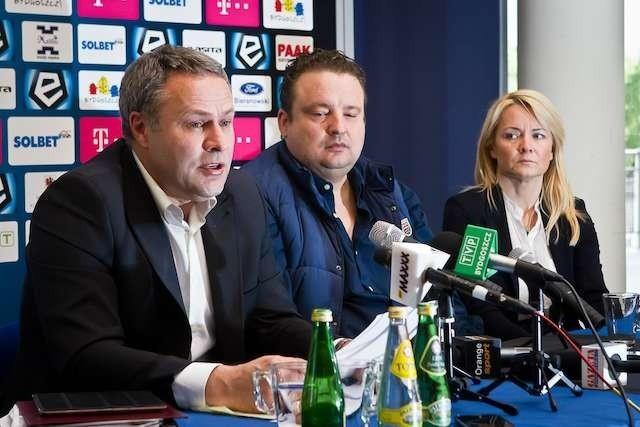 Od lewej: prezydent Bydgoszczy Rafał Bruski, Radosław Osuch, Anita Osuch