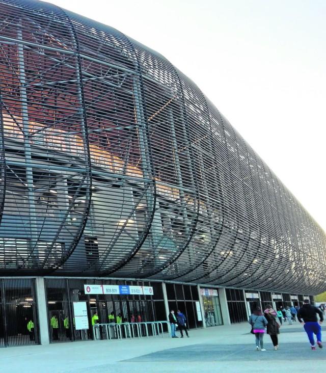Pojemność Areny Zabrze to 24,5 tys. widzów. W I lidze nie ma większego stadionu. Zdarzają się za to obiekty 10 razy mniejsze