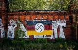 Swastyka i napis na Polskim Haku. Zniknęły zamalowane przez robotników z prywatnej firmy modernizującej nabrzeża