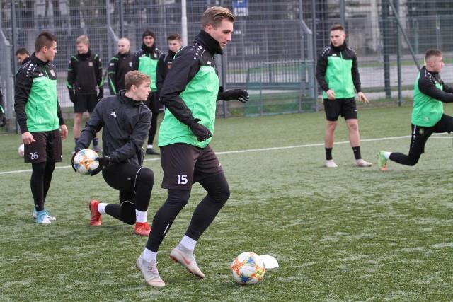 Dominik Chromiński jest jednym z trzech nowych piłkarzy Stali. Niedługo dołączyć do nich mogą kolejni