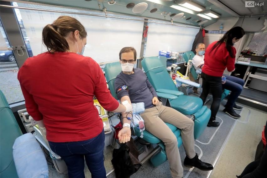 Szczecin. Wielka mobilizacja krwiodawców. Oddają krew dla chorego lekarza