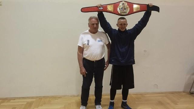 Sebastian Rembecki (z prawej) z trenerem Władysławem Ćwierzem