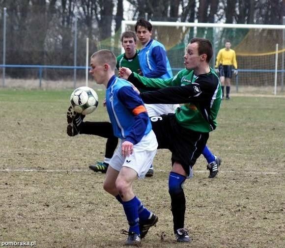 Dąb Barcin po wygranych derbach z Pałuczanką sprawił kolejną niespodziankę.