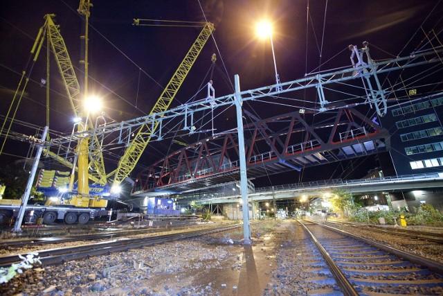 . Do największych i najbardziej spektakularnych inwestycji Promostalu należy prefabrykacja i montaż wiaduktu kolejowego w centrum Sundyberg w Szwecji .