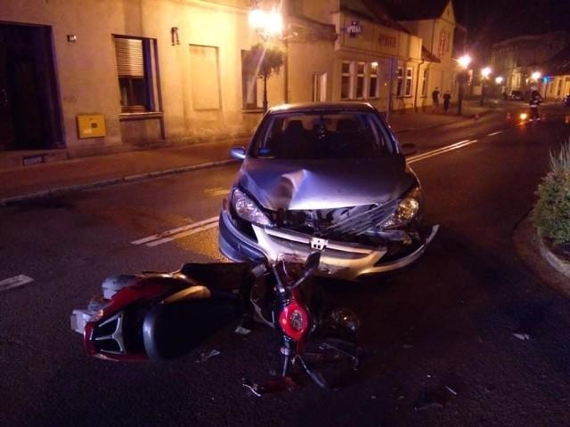 W piątek, 13 sierpnia, około godziny 22 przy ulicy Bukowskiej w Grodzisku Wielkopolskim samochód osobowy zderzył się z motorowerem. Konieczna była interwencja służb. Wcześniej strażacy interweniowali w związku z zadymieniem.