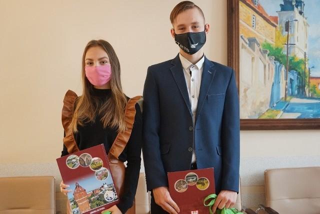 Marcelina Woźniak i Kacper Gieryk uhonorowani przez władze Kcyni