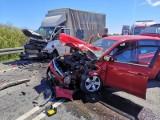 Poważny wypadek na obwodnicy Gdowa. Zderzenie samochodów dostawczego i osobowego. Są utrudnienia w ruchu