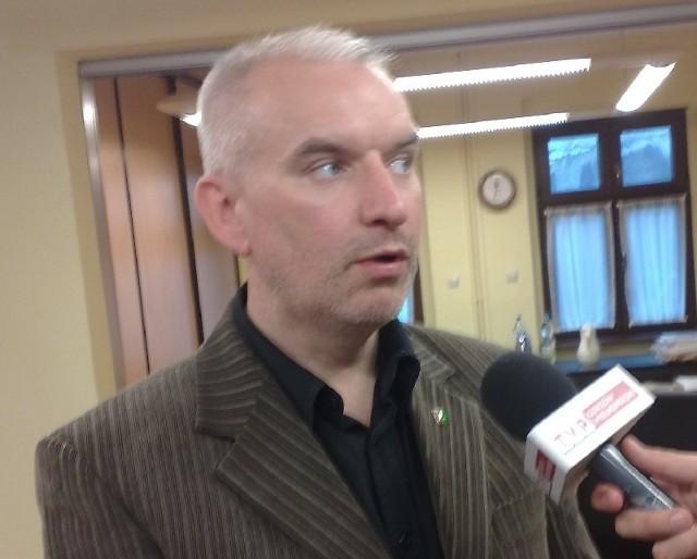 Radny PiS Robert Paluch zarzucił marszałkowi lubuskiemu, że brak 30 km wałów, bo w budżecie zostało 30 mln zł, może sprawić, iż część naszego regionu zostanie zalana.
