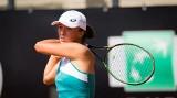 """Roland Garros. Iga Świątek zwycięstwie nad Eugenie Bouchard: """"Starałam się grać agresywnie, na szczęście warunki trochę się poprawiły"""""""