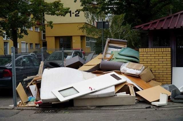 Zsyp na os. Powstań Narodowych został zamknięty w miniony czwartek. Teraz śmieci zmieszane trafiają do kubłów w altankach.Przejdź do kolejnego zdjęcia --->