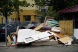 Mieszkańcy Poznania skarżą się na nieterminowy odbiór śmieci i likwidację zsypów w blokach. Zsypy zamknięto na Ratajach i Jeżycach