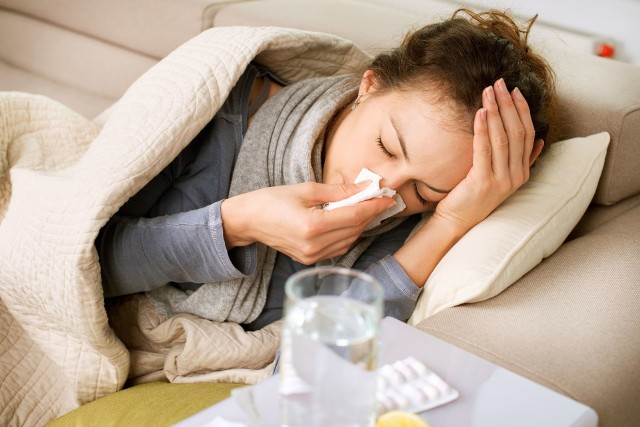 Osoby, które chorowały przed pandemią, mogą mieć lepszą odporność na koronawirusa. Wszyscy natomiast lepiej ochronią się przed różnymi wirusami, stosując się do obowiązujących zasad bezpieczeństwa