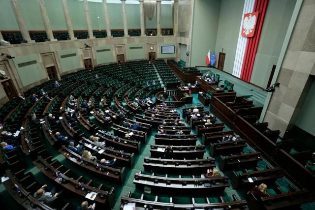 Budżet na 2022 rok. Pierwsze czytanie ustawy w Sejmie. Minister finansów: Zanotowaliśmy rekordowe odbicie PKB