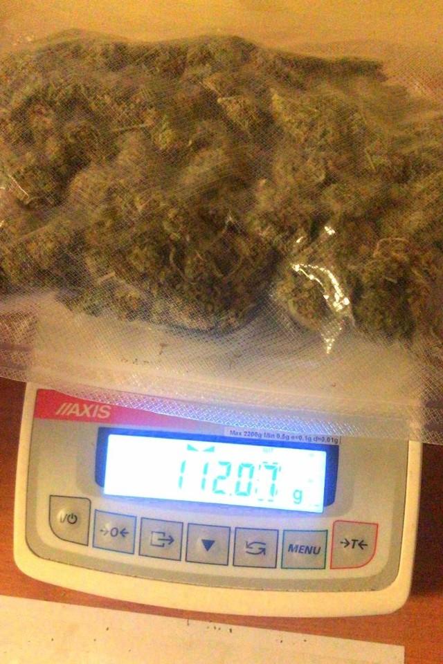 U zatrzymanego mężczyzny policjanci zabezpieczyli ponad 100g marihuany.