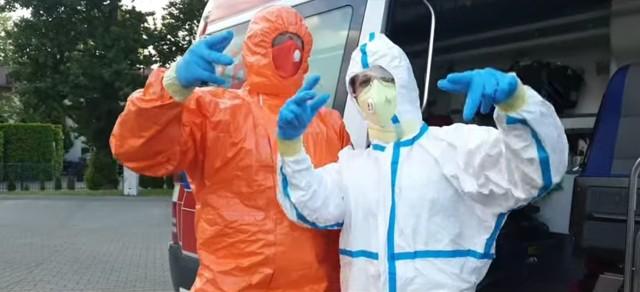 Ratownicy medyczni Krakowskiego Pogotowia Ratunkowego zbierają na walkę z koronwairusem