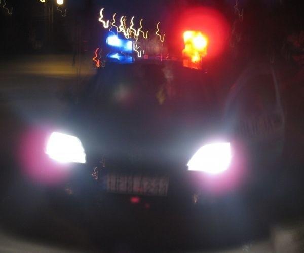 Gdy mundurowi próbowali zatrzymać pojazd do kontroli, ten ruszył z dużą prędkością. Policja rozpoczęła pościg.