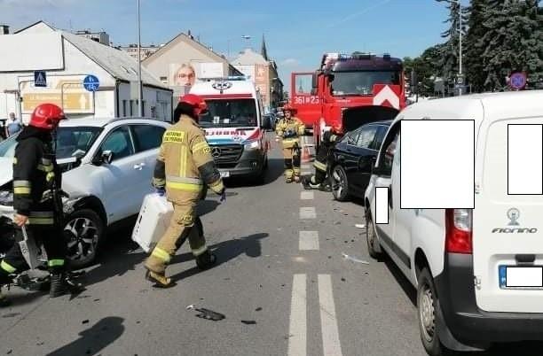 Do zderzenia trzech samochodów doszło we wtorek popołudniu na skrzyżowaniu Krakowska-Kochanowskiego
