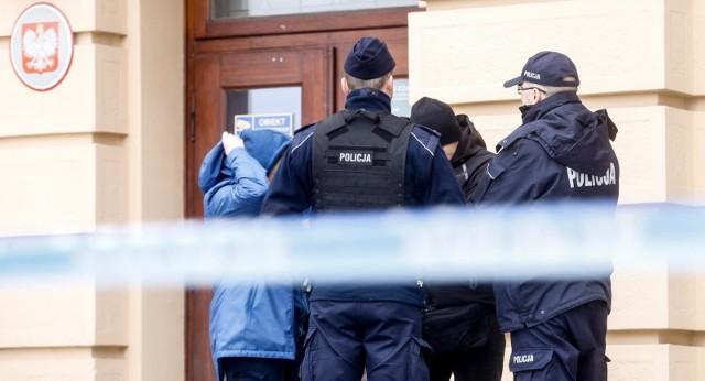 We wtorek do Podkarpackiego Urzędu Wojewódzkiego dotarła informacja po bombie. Budynek ewakuowano.