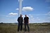 Rozwój Osiecznicy zablokowany... przez niedziałający wiatrak. Mieszkańcy chcą się budować, ale nie mogą. Wszystko przez jeden przepis