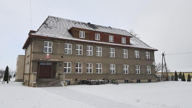 Budynek Szkoły Podstawowej w Rozmierce.