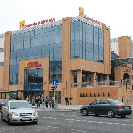 Centrum Handlowe Askana. To w nim mieści się kino Helios.