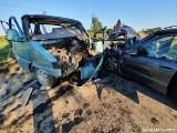 Groźny wypadek w gminie Czersk. W niedzielę, 16.08.2020 r. bus wiozący kajaki zderzył się z samochodem osobowym. 6 osób rannych