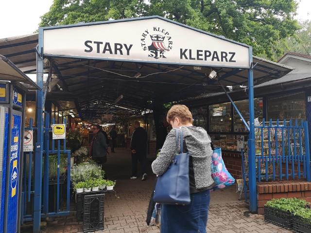 Oto ceny owoców i warzyw sezonowych na Starym Kleparzu w Krakowie. W sprzedaży są także taniejące polskie truskawki.