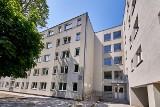 Przebudowany na dom stary biurowiec zapełnia się lokatorami. Pierwsi lokatorzy przy ul. Łęczyckiej 70b